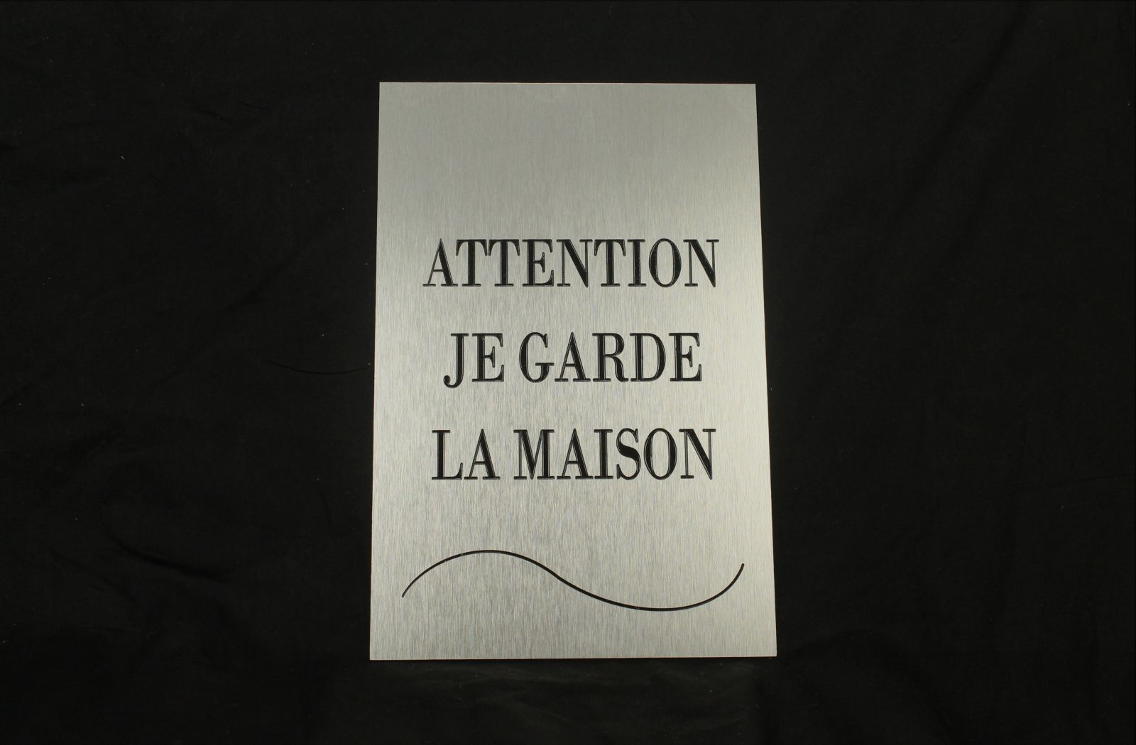 Plaque-aluminium-brossé-attention-au-chien